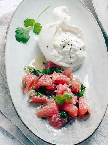 Burrata mit Grapefruit–Koriander-Salat