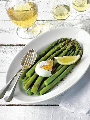Grüner Spargel mit Ei – Asparagi e uova basocche