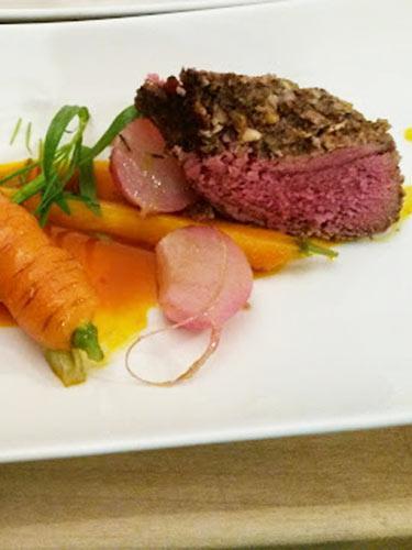 Maibockfilet in der Nusskruste mit Karotten-Kardamomsaft